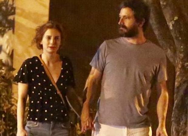 Caco Ciocler com a nova namorada, Paula Cesari (Foto: Extra)