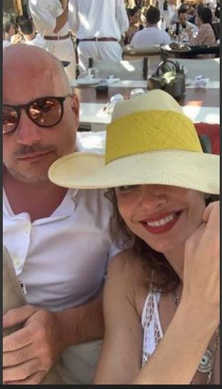 Luciana Gimenez dá a volta por cima após término com Marcelo de Carvalho e faz viagem luxuosa para Grécia com novo namorado Foto: Reprodução