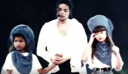 Sandy no palco com Michael Jackson Foto: Reprodução