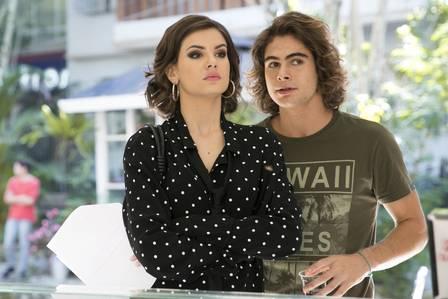 Vanessa conversa com João sobre o teste de DNA em Verão 90 (Foto: Raquel Cunha/ TV Globo/ Divulgação)