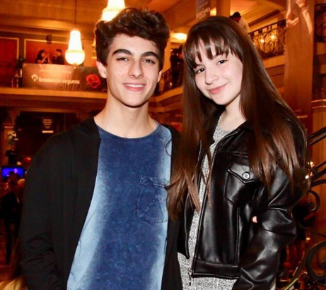 Sophia Valverde e Lucas Burgatti, da novela As Aventuras de Poliana, estariam namorando. (Foto: Reprodução)