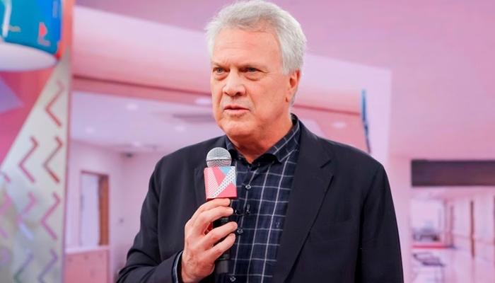 Pedro Bial no Programa da Maisa; apresentador da Globo sofre com problema por causa de explosão (Foto: Gabriel Cardoso/SBT)