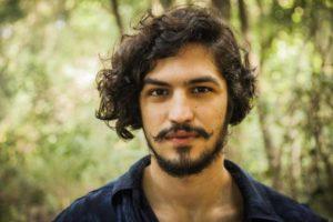 Gabriel Leone, galã da Globo, surge irreconhecível em fotos Foto: Reprodução