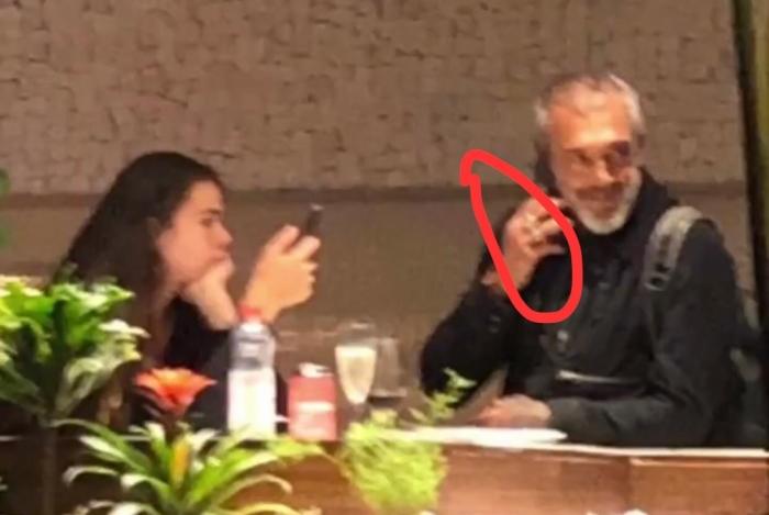 Diretor Papinha é flagrado com nova namorada, 36 anos mais nova que ele. Foto: Reprodução/O Dia Paolla Oliveira