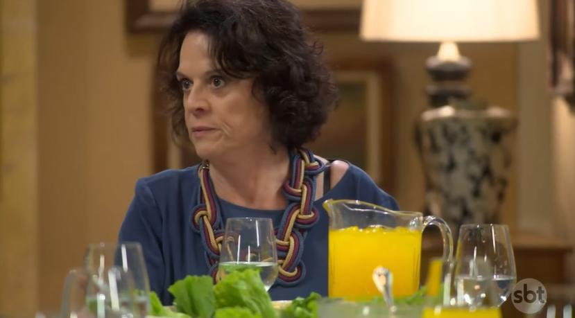 Glória (Clarisse Abujamrra) em cena na novela As Aventuras de Poliana, do SBT. (Foto: Reprodução)