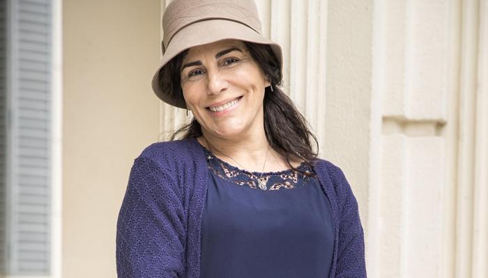 Lola (Gloria Pires) será sobrinha de Emília (Susana Vieira) na novela Éramos Seis (Foto: Globo/Raquel Cunha)