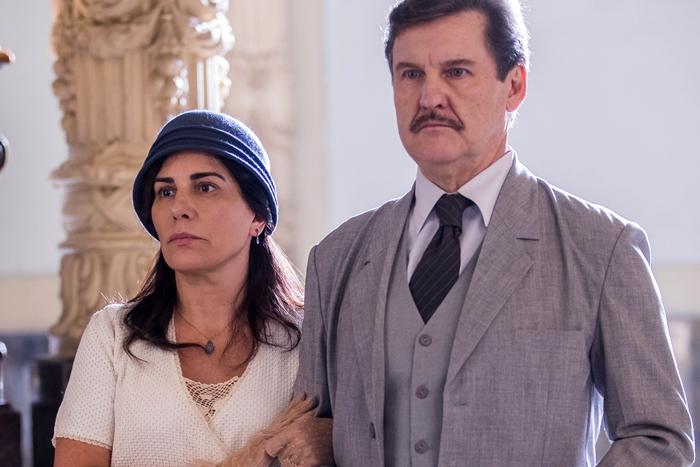 Lola (Gloria Pires) e Júlio (Antonio Calloni) em cena do capítulo 12 de Éramos Seis (Foto: Globo/Raquel Cunha)