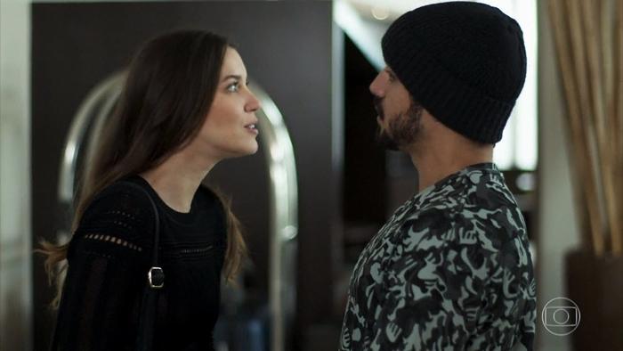 Fabiana (Nathalia Dill) terá farsa descoberta por Rock (Caio Castro) em A Dona do Pedaço (Foto: Reprodução/Globo)