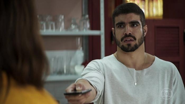 Rock (Caio Castro) terá acerto de contas com Maria da Paz (Juliana Paes) em A Dona do Pedaço (Foto: Reprodução/Globo)