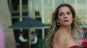 Silvana (Ingrid Guimarães) será atacada por Paloma em Bom Sucesso (Foto: Reprodução/Globo)