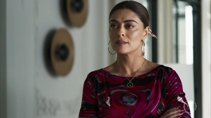 Maria da Paz (Juliana Paes) dará pista de que Josiane pode não ser sua filha verdadeira em A Dona do Pedaço (Foto: Reprodução/Globo)