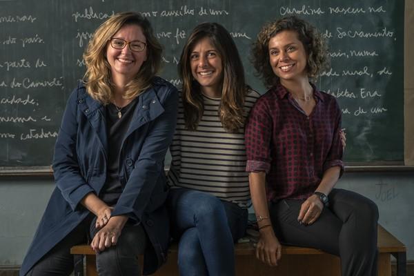 A diretora artística Joana Jabace entre as autoras Julia Spadaccini e Carla Faour foto: Maurício Fidalgo)
