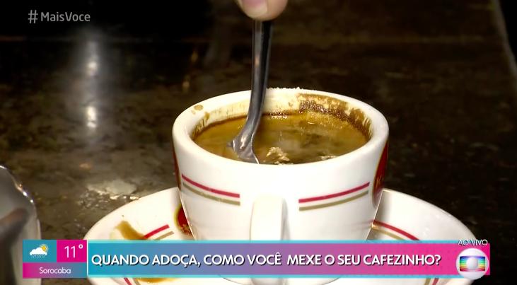 Mais Você traz matéria sobre como mexer o café de forma correta e é detonado na web. Foto: Reprodução/Globo