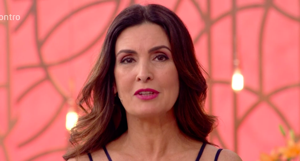 Fátima Bernardes fala sobre roupa de Michelle Loreto ao vivo no Encontro com Fátima Bernardes