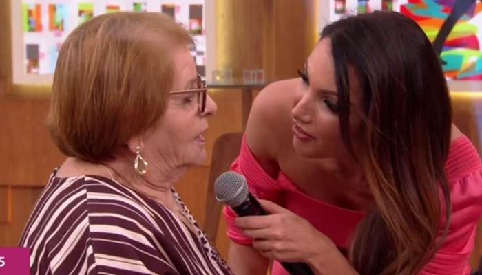 Patrícia Poeta foi esnobada por mulher que pediu Fátima Bernardes no Encontro na Globo (Foto: Reprodução/Globo)
