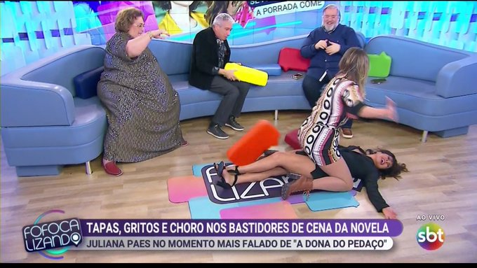 Lívia Andrade e Mara Maravilha aparecem brigando no Fofocalizando (Foto: Reprodução/SBT)