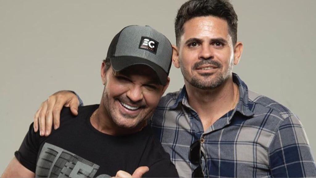 Eduardo Costa e o irmão Weliton Costa na disputa por Victória Villlarim (Imagem: Instagram)