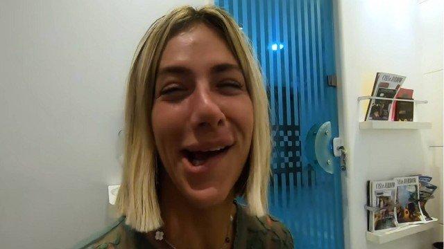 A modelo e atriz, Giovanna Ewbank surgi com a boca toda torda (Foto: Reprodução)