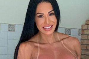 A modelo fitness Gracyanne Barbosa acabou deixando uma parte íntima escapar (Foto: Reprodução)