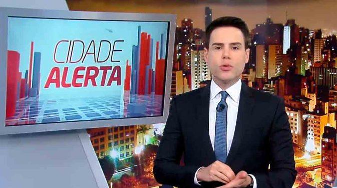 O jornalista Luiz Bacci no comando do Cidade Alerta, da Record (Foto: Reprodução)