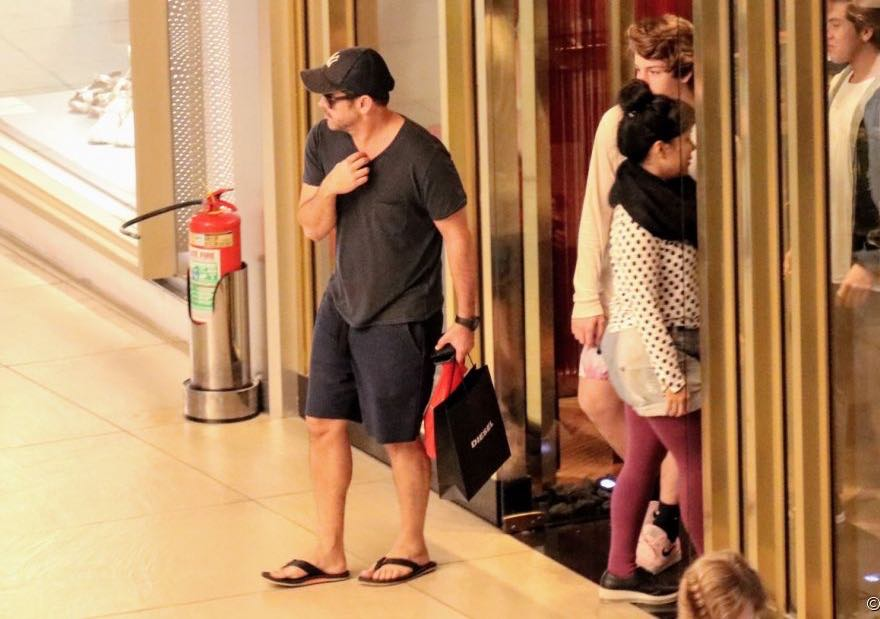 Murilo Benício com seu filho mais novo Pietro em um Shopping da Zona Oeste do Rio de Janeiro (Imagem: AG News)