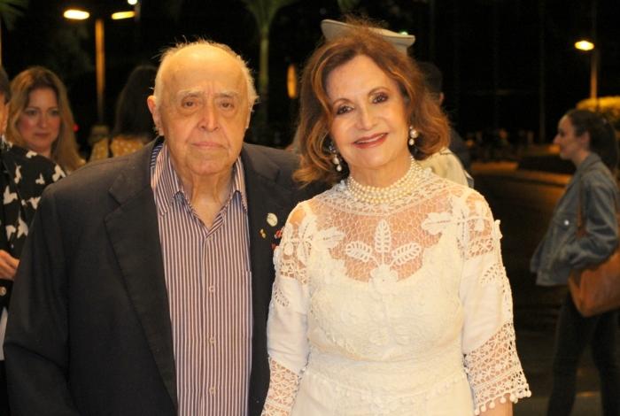 Os veteranos da Globo, Rosamaria Murtinho que atualmente está na novela A Dona do Pedaço e seu esposo Mauro Mendonça (Foto: AgNews)