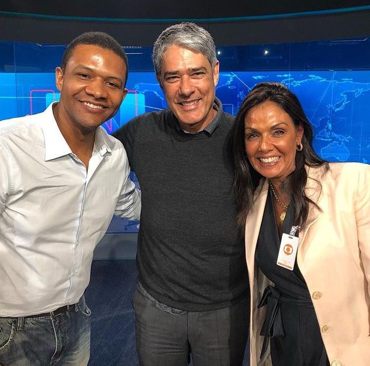 William Bonner e dois dos apresentadores substitutos do Jornal Nacional, da Globo, Márcio Bonfim e Cristina (Foto: Reprodução)
