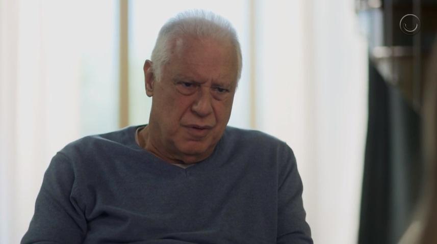 Alberto (Antonio Fagundes) quase morrerá afogado em Bom Sucesso (Foto: Reprodução/Globo)