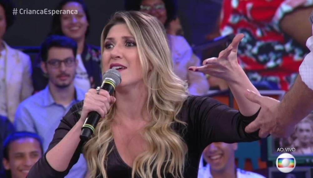 Dani Calabresa no palco do Altas Horas (Foto: Reprodução)