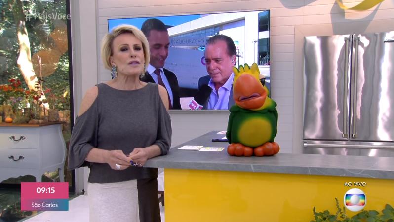 A apresentadora Ana Maria Braga, no Mais Você, ao lado de seu fiel escudeiro, o Louro José (Foto: Reprodução/Globo)
