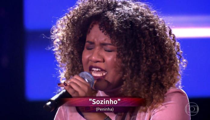 A cantora cearense, Ana Ruth, pegou os jurados do The Voice Brasil de surpresa ao mandar uma pergunta para Ivete Sangalo - Imagem: reprodução/Globo