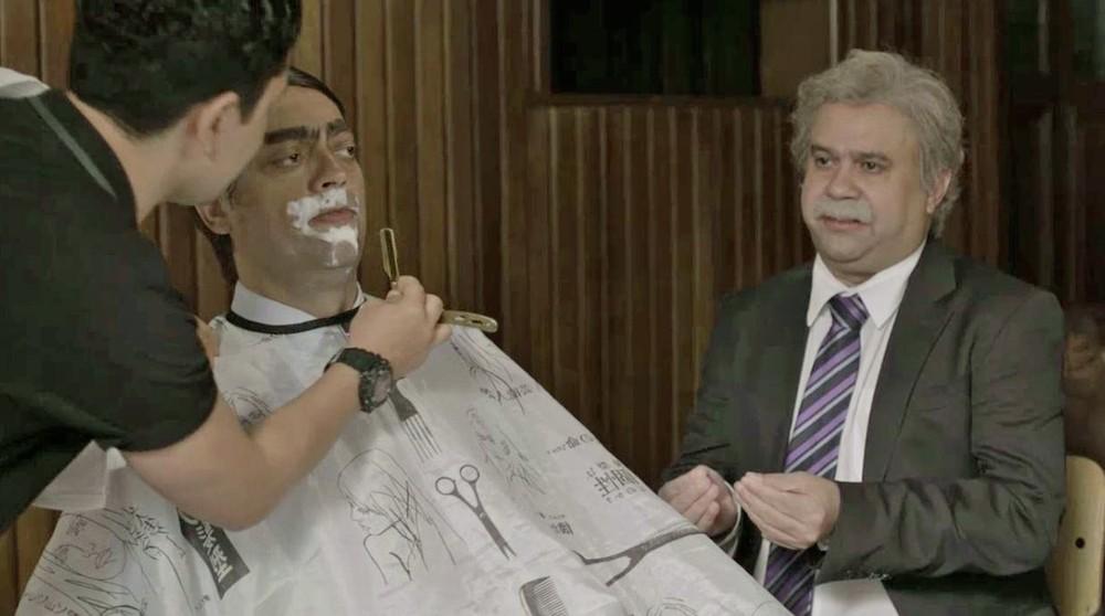 O presidente Jair Bolsonaro da Globo na barbearia (Foto: Reprodução)