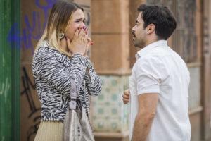 Britney (Glamour Garcia) e Abel (Pedro Carvalho em A Dona do Pedaço (Foto: Divulgação / Rede Globo)