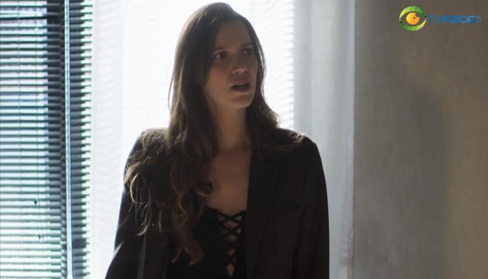 Fabiana (Nathalia Dill) vai ficar na mira de revólver em A Dona do Pedaço (Foto: Reprodução/Globo)