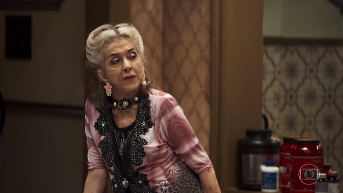 Cornélia (Betty Faria) vai mandar Josiane ser sua faxineira em A Dona do Pedaço (Foto: Reprodução/Globo)