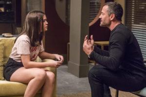 Cássia e Agno em cena da novela das 21h, A Dona do Pedaço (Foto: Reprodução)