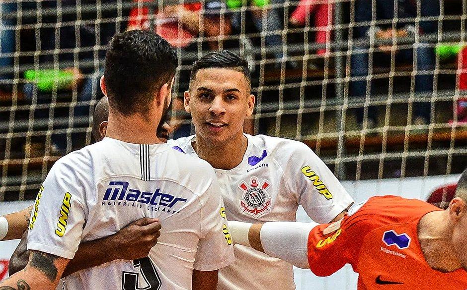 O jogador de futsal da seleção brasileira e do Corinthians Douglas Nunes foi brutalmente assassinado (Reprodução)