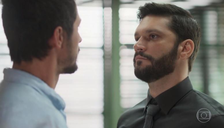 Diogo (Armando Babaioff) enfrenta Marcos (Romulo Estrela) em Bom Sucesso da Globo