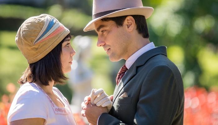 Clotilde (Simone Spoladore) e Almeida (Ricardo Pereira) no remake de Éramos Seis (Foto: Globo/Raquel Cunha)