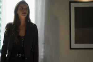Com raiva de Otávio por ter perdido seu cargo na construtora, Fabiana promete se vingar de Otávio em A Dona do Pedaço. (Foto: Reprodução)