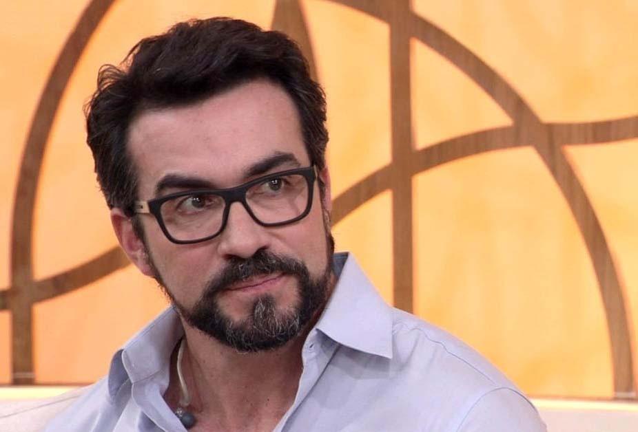 O ex-apresentador da Globo, Evaristo Costa anunciou a mudança de carreira do famoso Padre Fábio de Melo (Foto: Reprodução/ Globo)