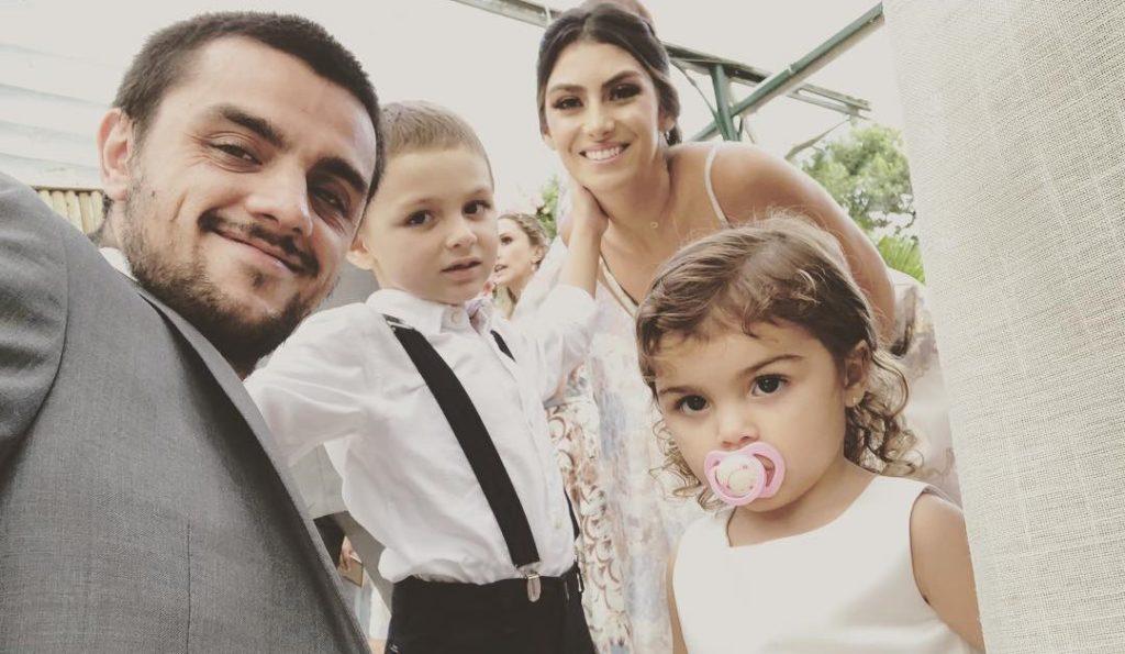Felipe Simas e sua família