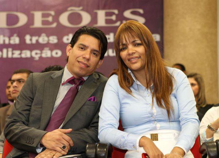 A deputada federal, Flordelis e o marido, que foi assassinado recentemente com vários tiros, Pastor Anderson do Carmo (Foto: Reprodução)