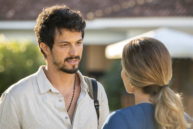 Marcos (Romulo Estrela) e Paloma (Grazi Massafera) em Bom Sucesso (Foto: Globo/Victor Pollak)
