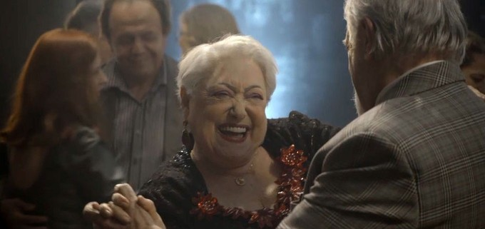 Suely Franco em cena como Marlene de A Dona do Pedaço na Globo