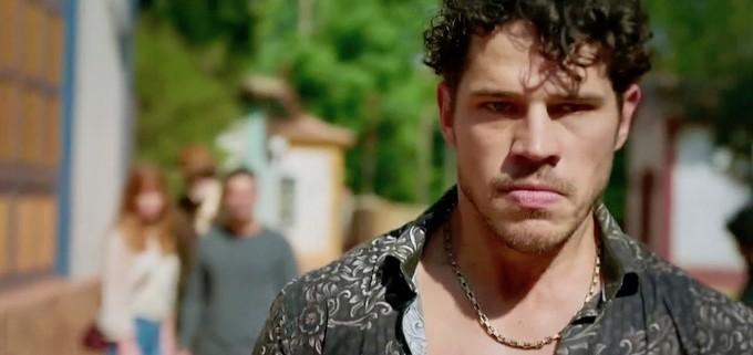 O ator José Loreto, ex de Débora Nascimento, em O Sétimo Guardião (Foto: Reprodução)