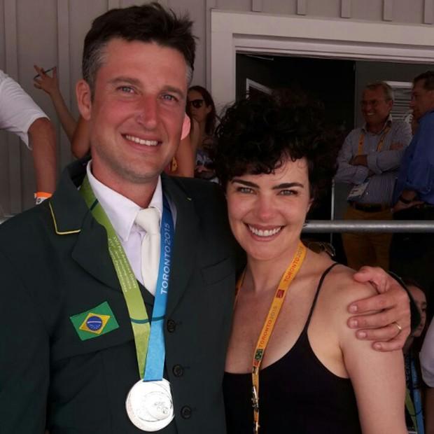 Henrique Pinheiro, atual marido da atriz e Ana Paula Arósio em uma das raras aparições deles (Foto reprodução)