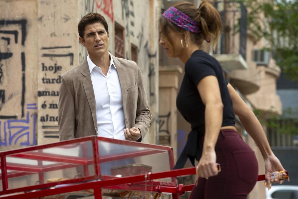 Em A Dona do Pedaço Régis (Reynaldo Gianecchini) fica arrependido de ter causado tanto mal na Globo