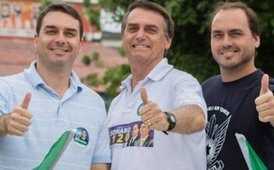 Flávio, Jair e Carlos Bolsonaro (Foto: Reprodução)