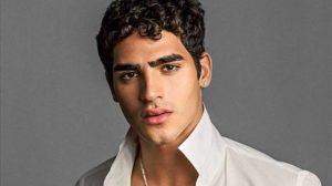 O modelo Jhona Burjack foi contratado pela Globo para a novela Éramos Seis (Foto: Divulgação)